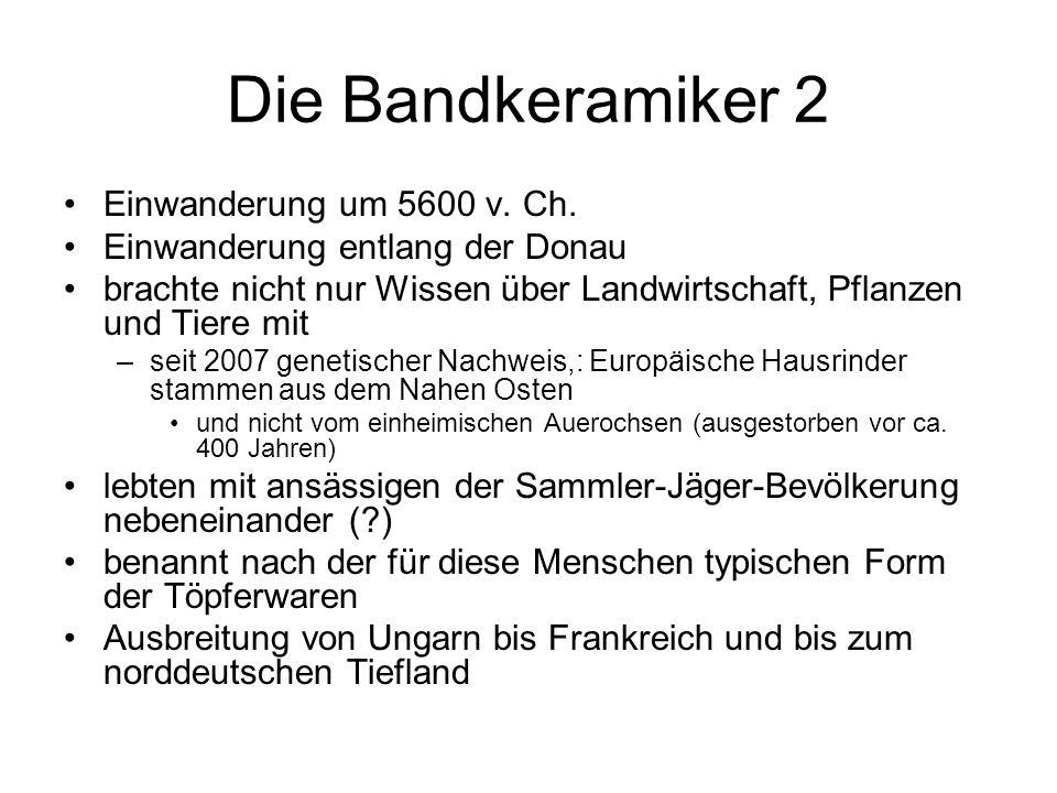 Die Bandkeramiker 2 Einwanderung um 5600 v. Ch. Einwanderung entlang der Donau brachte nicht nur Wissen über Landwirtschaft, Pflanzen und Tiere mit –s