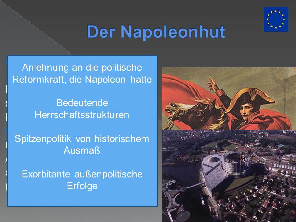 Aus Vogelperspektive fügen sich Bogen und leicht konvexe Grundlinie der Gesamtanlage zum Bild des Napoleonhuts. (DZ) Der tragende Kopf umringt von ein