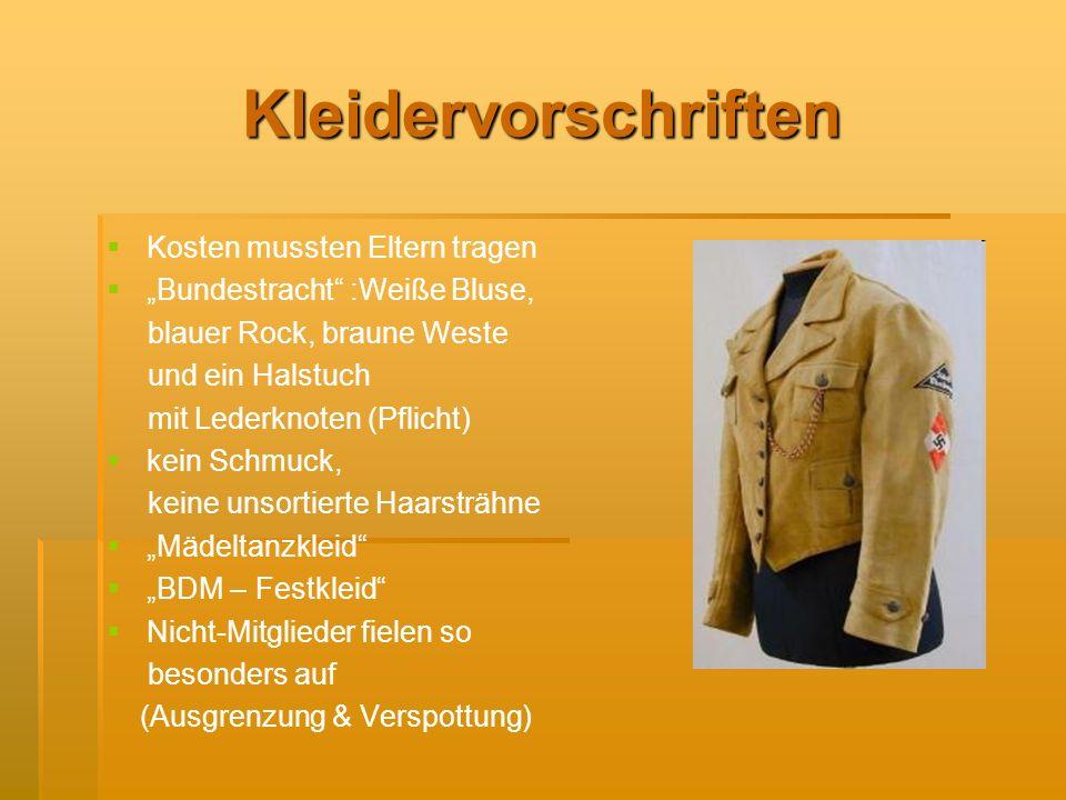 Kleidervorschriften Kosten mussten Eltern tragen Bundestracht :Weiße Bluse, blauer Rock, braune Weste und ein Halstuch mit Lederknoten (Pflicht) kein