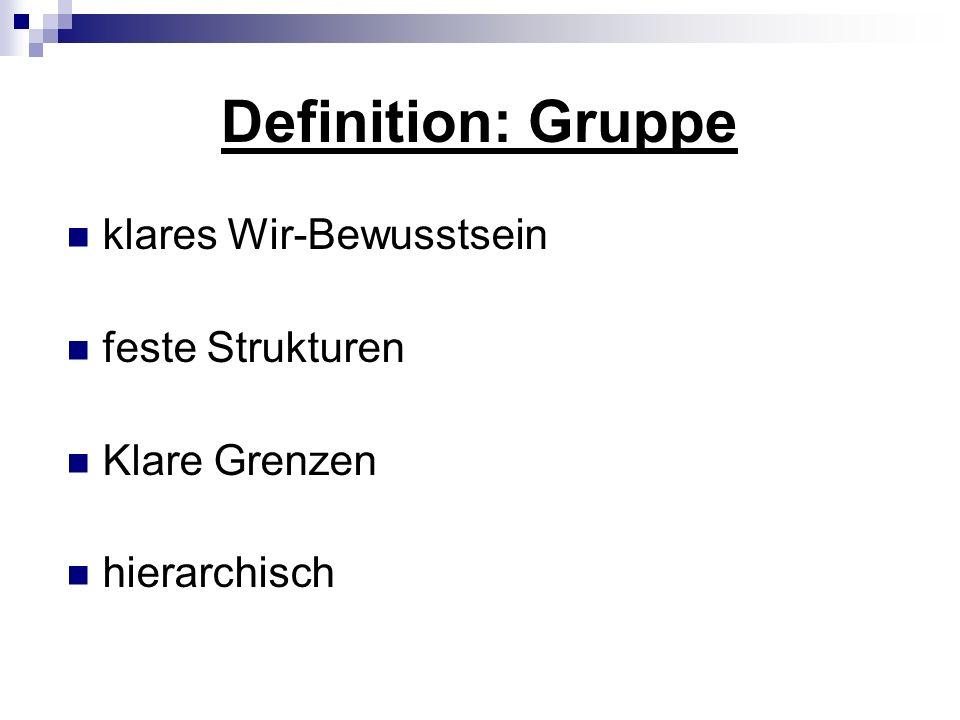 Definition: Gruppe klares Wir-Bewusstsein feste Strukturen Klare Grenzen hierarchisch