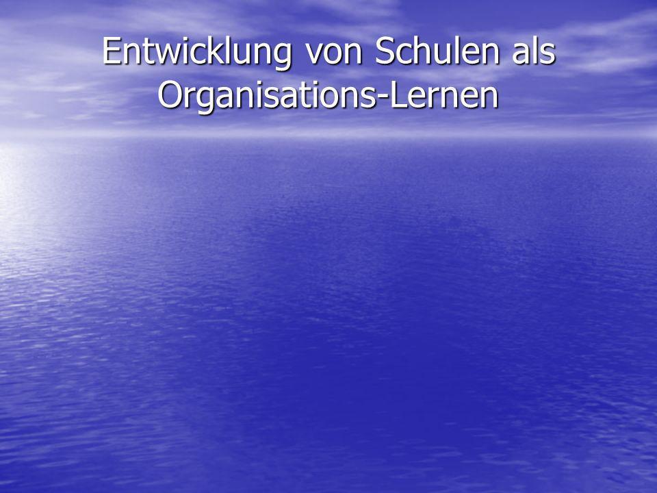 Individuelles Lernen und Organisations-Lernen Individuelles Lernen wird mit Sozialisation gleichgesetzt Individuelles Lernen wird mit Sozialisation gleichgesetzt Organisations-Lernen bezieht sich dem gegenüber auf das Ganze der Organisation unter der Perspektive von Lernsystemen Organisations-Lernen bezieht sich dem gegenüber auf das Ganze der Organisation unter der Perspektive von Lernsystemen