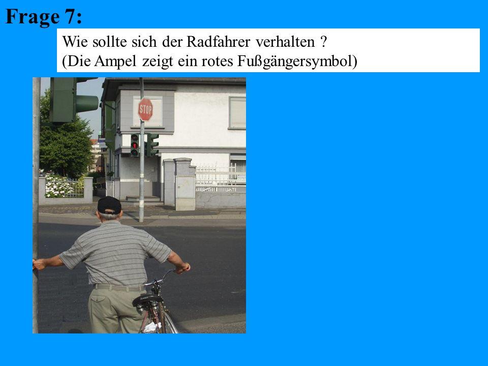 Frage 7: Wie sollte sich der Radfahrer verhalten (Die Ampel zeigt ein rotes Fußgängersymbol)