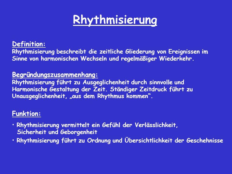 Rhythmisierung Definition: Rhythmisierung beschreibt die zeitliche Gliederung von Ereignissen im Sinne von harmonischen Wechseln und regelmäßiger Wiederkehr.