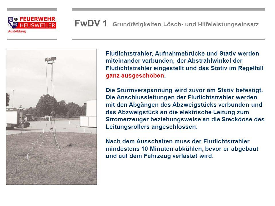 ©OBM Dirk Ziegler OBM Dirk Ziegler FwDV 1 Grundtätigkeiten Lösch- und Hilfeleistungseinsatz Flutlichtstrahler, Aufnahmebrücke und Stativ werden mitein