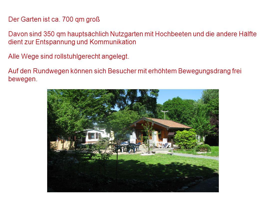 Der Garten ist ca. 700 qm groß Davon sind 350 qm hauptsächlich Nutzgarten mit Hochbeeten und die andere Hälfte dient zur Entspannung und Kommunikation