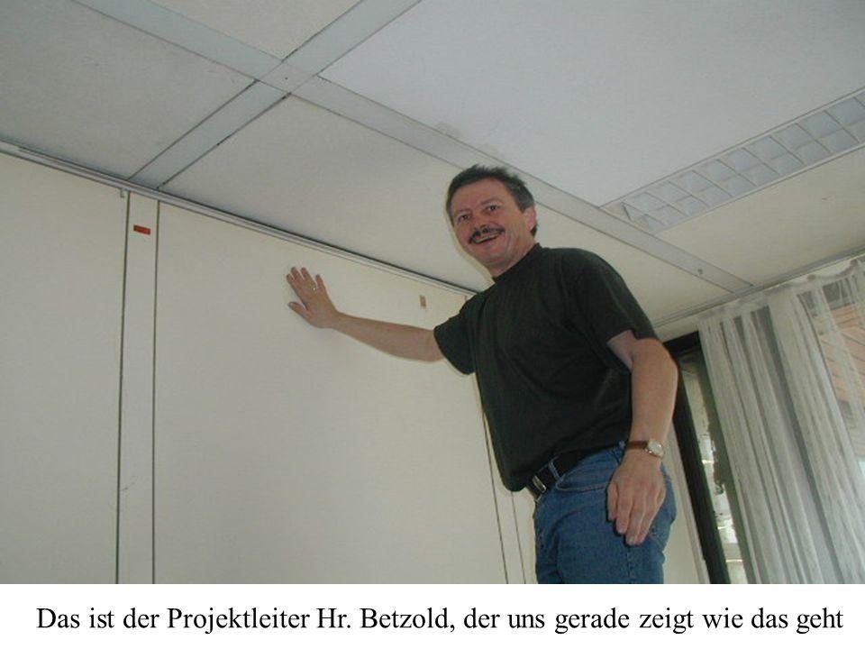 Das ist der Projektleiter Hr. Betzold, der uns gerade zeigt wie das geht
