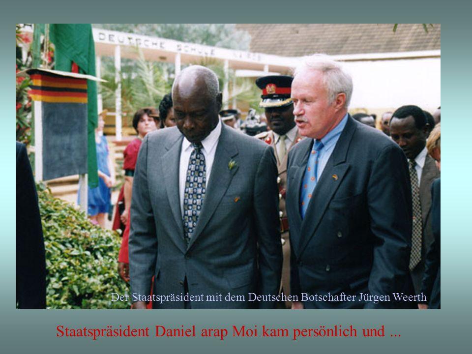 Staatspräsident Daniel arap Moi kam persönlich und...