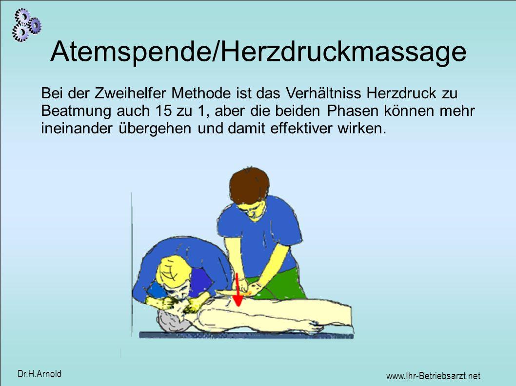 www.Ihr-Betriebsarzt.net Dr.H.Arnold Atemspende/Herzdruckmassage Bei der Zweihelfer Methode ist das Verhältniss Herzdruck zu Beatmung auch 15 zu 1, ab