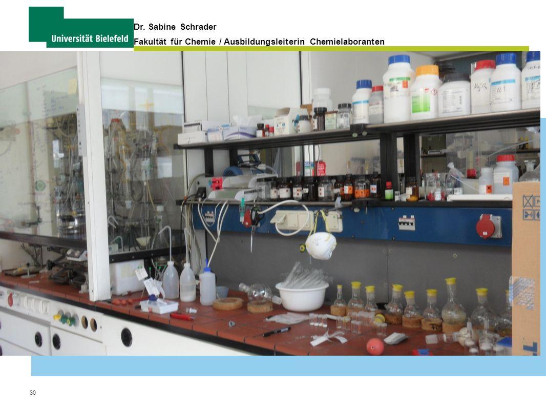 30 Dr. Sabine Schrader Fakultät für Chemie / Ausbildungsleiterin Chemielaboranten Organisation und Verwaltung von Praktika