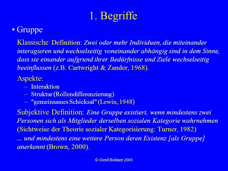 © Gerd Bohner 2001 1. Begriffe Klassische Definition: Zwei oder mehr Individuen, die miteinander interagieren und wechselseitig voneinander abhängig s