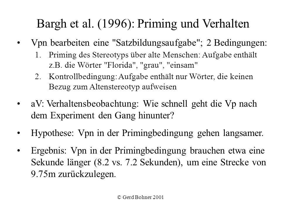 © Gerd Bohner 2001 Bargh et al. (1996): Priming und Verhalten Vpn bearbeiten eine