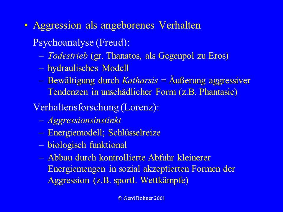 © Gerd Bohner 2001 Aggression als Interaktion Interpretation: Verhalten ist nicht per se aggressiv, sondern wird so interpretiert; Attribution und Perspektive Sozialer Einfluss: Wertneutral kann man Aggression als Verhalten sehen, mit dem sozialer Einfluss ausgeübt wird mit dem Ziel, Kontrolle auszuüben, Gerechtigkeit wiederherzustellen oder die Identität zu behaupten Attribution aversiver Ereignisse als Aggression abhängig von Verantwortlichkeit und Soll-Ist- Diskrepanz