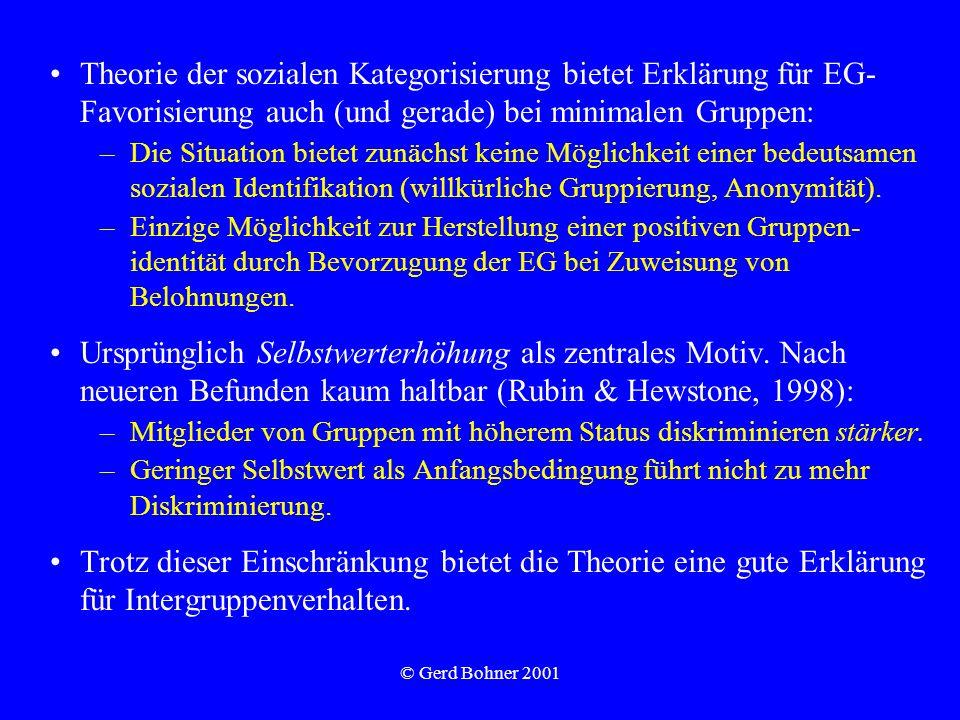 © Gerd Bohner 2001 Theorie der sozialen Kategorisierung bietet Erklärung für EG- Favorisierung auch (und gerade) bei minimalen Gruppen: –Die Situation