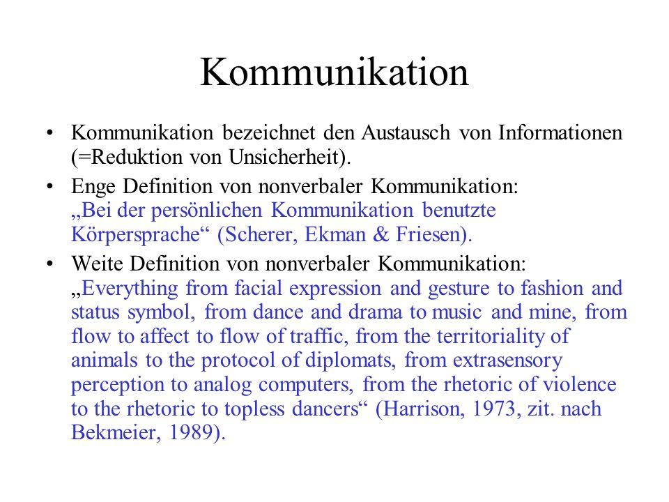 Weite Definition von Helfrich und Wallbott (1980) Nonverbale Kommunikation ist die Gesamtheit der im Kommunikationskontext auftretenden nicht–sprachlichen Phänomene, unabhängig davon, ob ein geteilter Kode und Intentionalität des Senders gegeben sind Mit anderen Worten, von nonverbaler Kommunikation kann man auch dann sprechen, wenn der –der Sender gar nicht beabsichtigt, eine Information zu übermitteln –der Empfänger die Botschaft nicht versteht