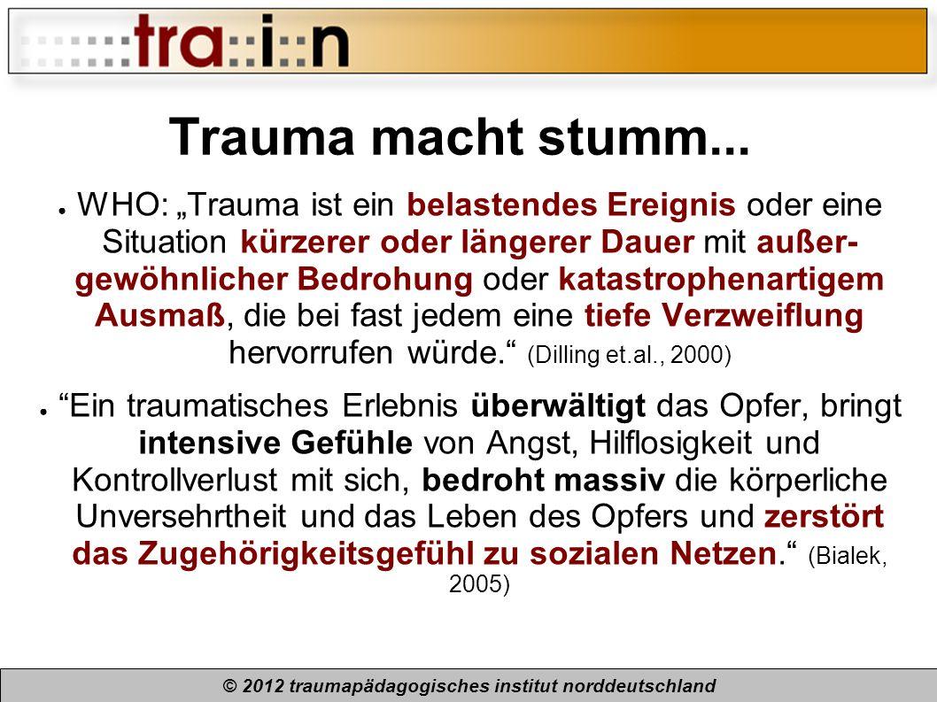 Trauma macht stumm... WHO: Trauma ist ein belastendes Ereignis oder eine Situation kürzerer oder längerer Dauer mit außer- gewöhnlicher Bedrohung oder