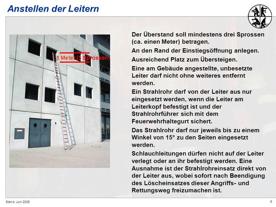 5 Stand: Juni 2009 Anstellen der Leitern Der Überstand soll mindestens drei Sprossen (ca. einen Meter) betragen. An den Rand der Einstiegsöffnung anle