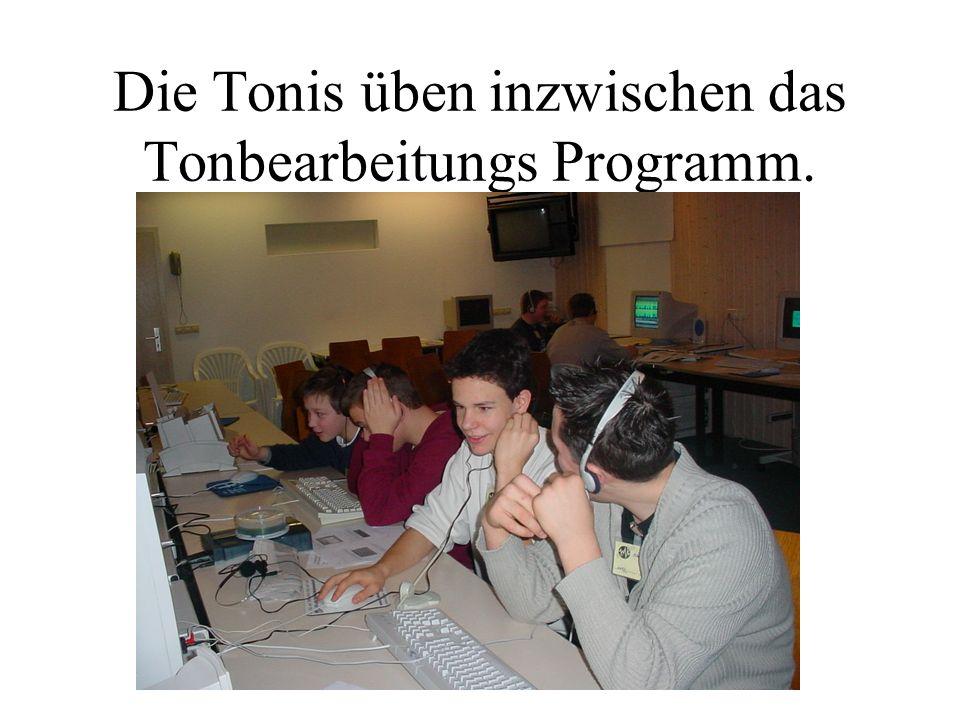 Die Tonis üben inzwischen das Tonbearbeitungs Programm.