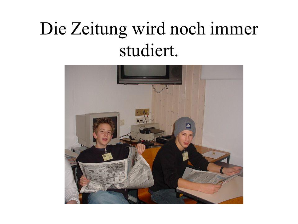 Die Zeitung wird noch immer studiert.