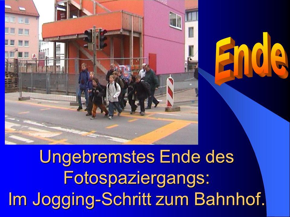 Ungebremstes Ende des Fotospaziergangs: Im Jogging-Schritt zum Bahnhof.