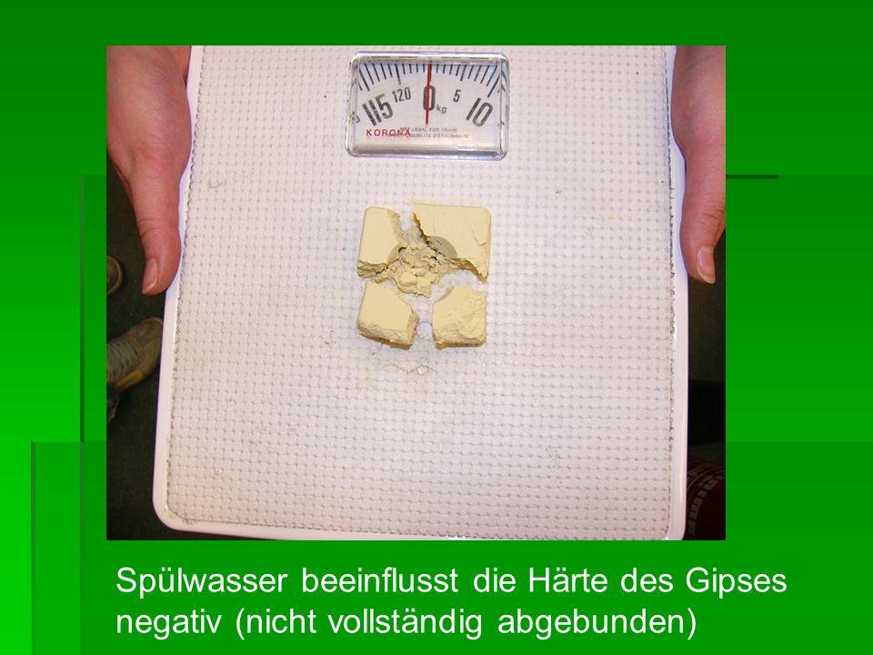Bewertung Gipswasser beeinträchtigt die Härte des Gipses positiv Gipswasser beeinträchtigt die Härte des Gipses positiv Je weniger Wasser desto größer