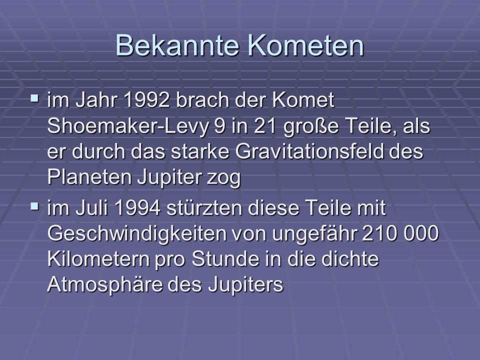 Bekannte Kometen im Jahr 1992 brach der Komet Shoemaker-Levy 9 in 21 große Teile, als er durch das starke Gravitationsfeld des Planeten Jupiter zog im