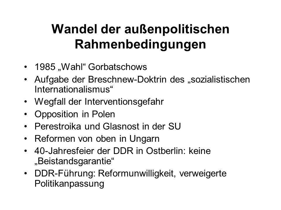 Politisches Handeln Systemkrisen und politisches Handeln: Struktur und Akteur, Makro- und Mikrologik Warum Risikobereitschaft und Massenprotest im Herbst 1989.