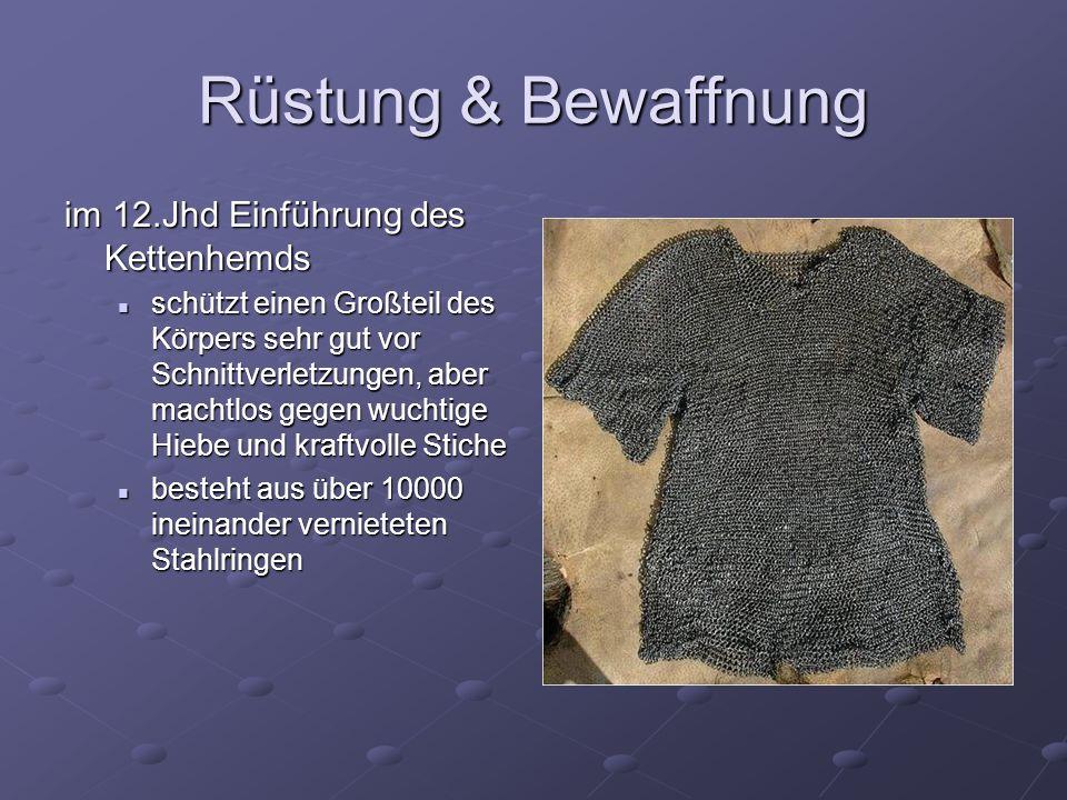 im 12.Jhd Einführung des Kettenhemds schützt einen Großteil des Körpers sehr gut vor Schnittverletzungen, aber machtlos gegen wuchtige Hiebe und kraft