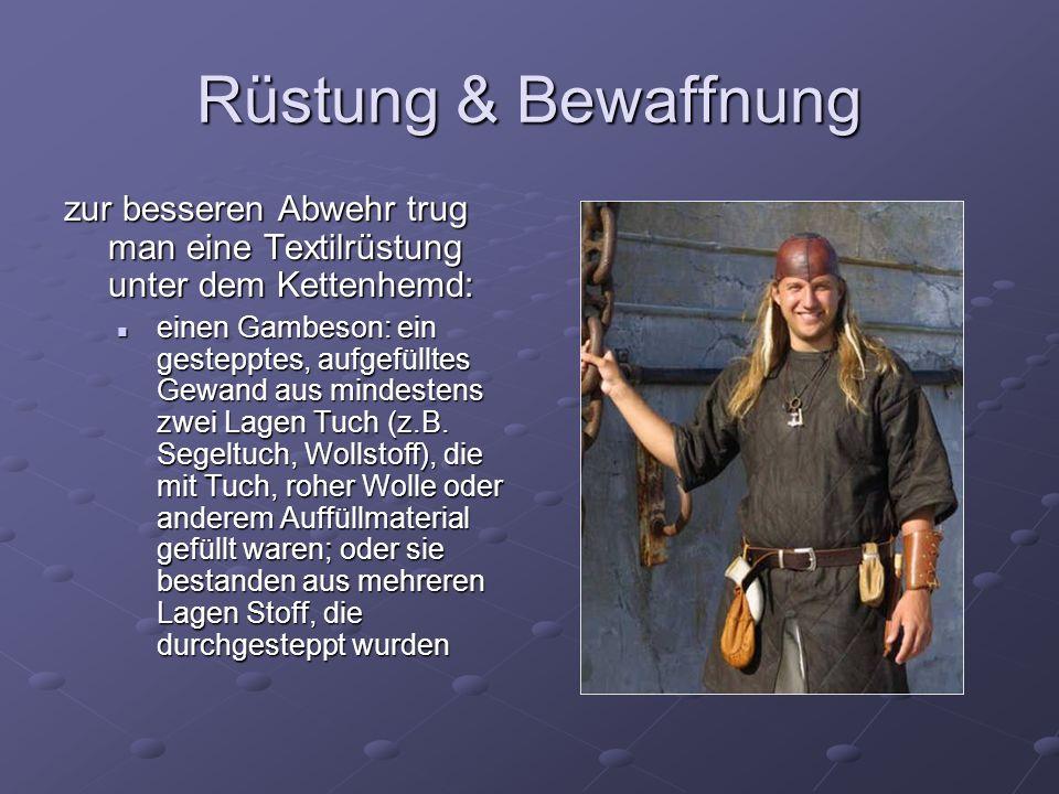 Rüstung & Bewaffnung zur besseren Abwehr trug man eine Textilrüstung unter dem Kettenhemd: einen Gambeson: ein gestepptes, aufgefülltes Gewand aus min