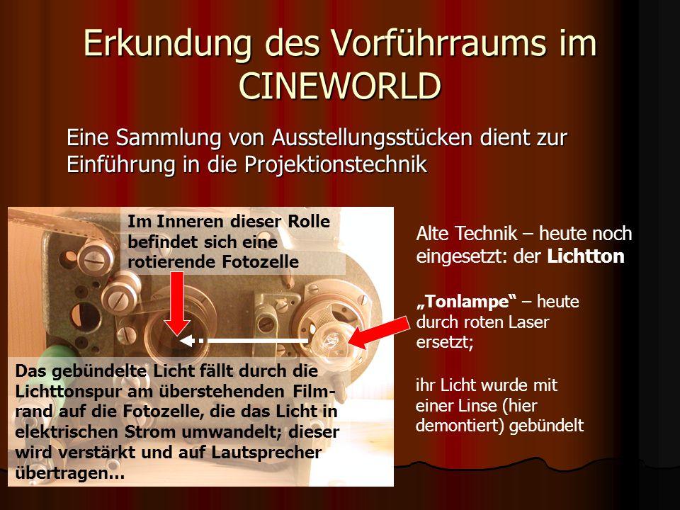 Erkundung des Vorführraums im CINEWORLD Spielfilme werden im Tellerbetrieb vorgeführt… Dabei wird der Filmstrei- fen dem Projektor (links) von außen zugeführt.