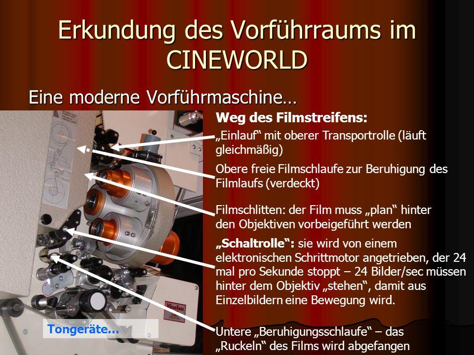 Erkundung des Vorführraums im CINEWORLD Der Sound – Teil des Kinoerlebnisses… Die begehrte THX-Weiche – nur zertifizierte Kinos bekommen sie und dürfen sie einbauen.