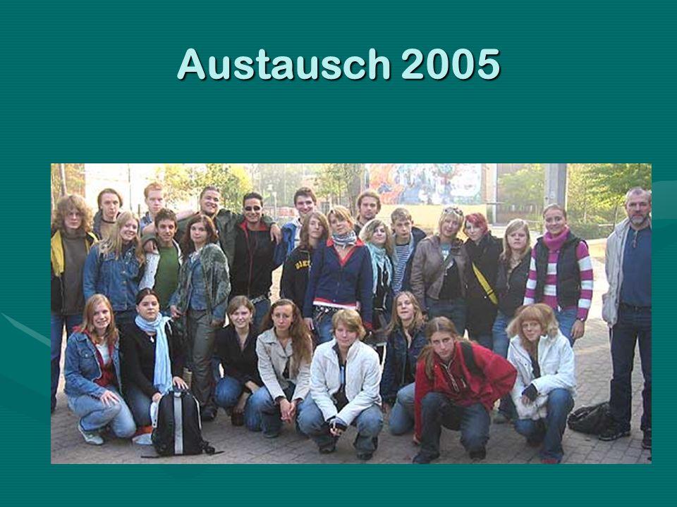 Highlights aus der Chronologie des Schüleraustausches 2004: Im September feiert eine Delegation von SchülerInnen und LehrerInnen unter der Leitung der Direktorin Elzbieta Szaban mit uns gemeinsam das 50jährige Schuldorf- Jubiläum.