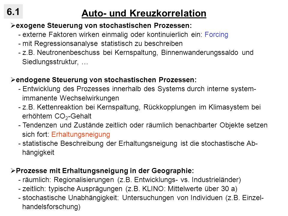 Filtertechniken 6.2 Zeitreihen (oder räumliche Daten) setzen sich aus Varianzanteilen mit unterschiedlichen Zeitskalen / Raumskalen (Perioden, Frequenzen) zusam- men: - ausgelöst durch überlagerte Einflussfaktoren (Kenntnis des zugrunde liegen- den Prozesses): - für manche Fragestellungen interessiert nicht die Gesamtvarianz der Zeit- reihe, sondern nur bestimmter Varianzanteil auf dezidierten Zeitskalen: Temperaturzeitreihe Würzburg Temperatur Zeit Jahresgang der Sonne Tagesgang der Sonne CO 2 -bedingter Erwär- mungstrend nur lange Zeitskalen (tiefe Frequenzen) : Tiefpassfilterung nur kurze Zeitskalen (hohe Frequenzen) : Hochpassfilterung Zeitskalen in einem nach oben und un- ten begrenzten Bereich (Frequenzband) : Bandpassfilterung