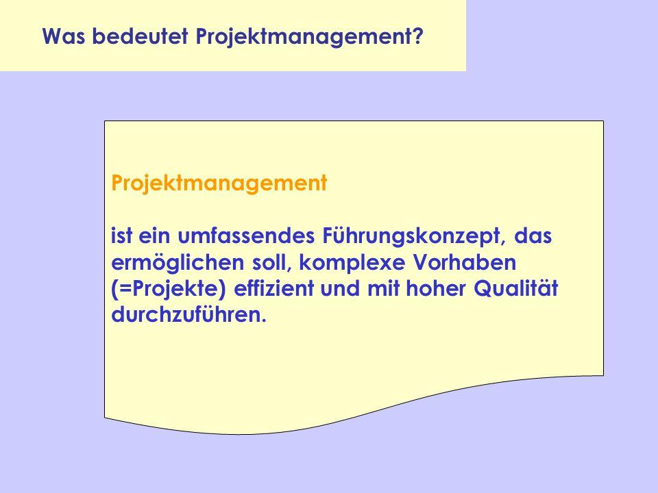 Was bedeutet Projektmanagement? Projektmanagement ist ein umfassendes Führungskonzept, das ermöglichen soll, komplexe Vorhaben (=Projekte) effizient u