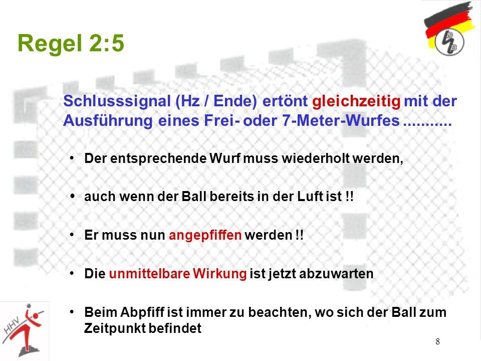 8 Regel 2:5 Schlusssignal (Hz / Ende) ertönt gleichzeitig mit der Ausführung eines Frei- oder 7-Meter-Wurfes........... Der entsprechende Wurf muss wi
