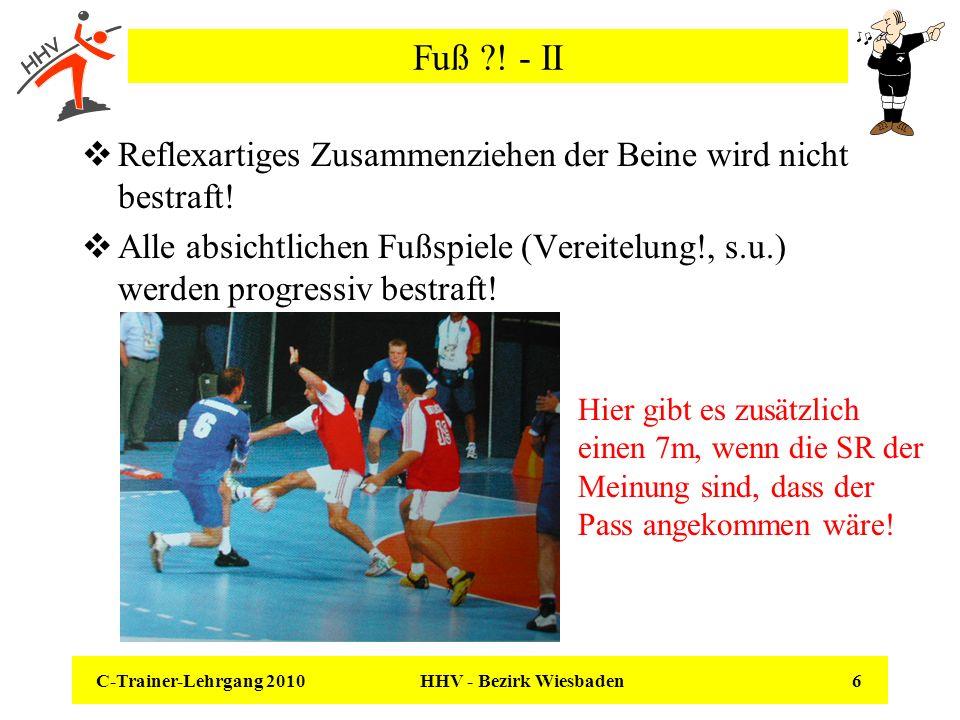 C-Trainer-Lehrgang 2010 HHV - Bezirk Wiesbaden 6 Fuß ?! - II Reflexartiges Zusammenziehen der Beine wird nicht bestraft! Alle absichtlichen Fußspiele