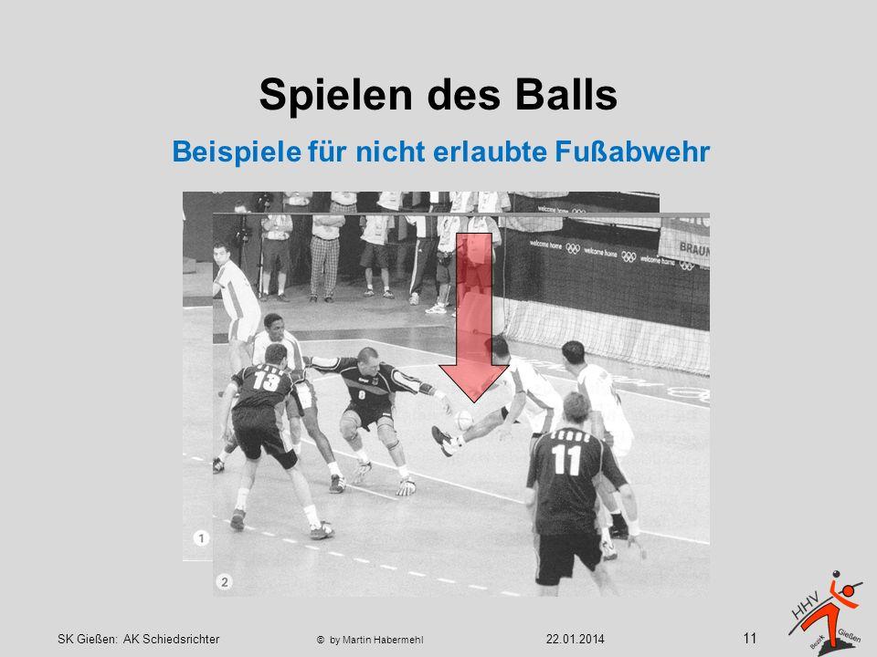 Spielen des Balls Beispiele für nicht erlaubte Fußabwehr 11 22.01.2014SK Gießen: AK Schiedsrichter © by Martin Habermehl