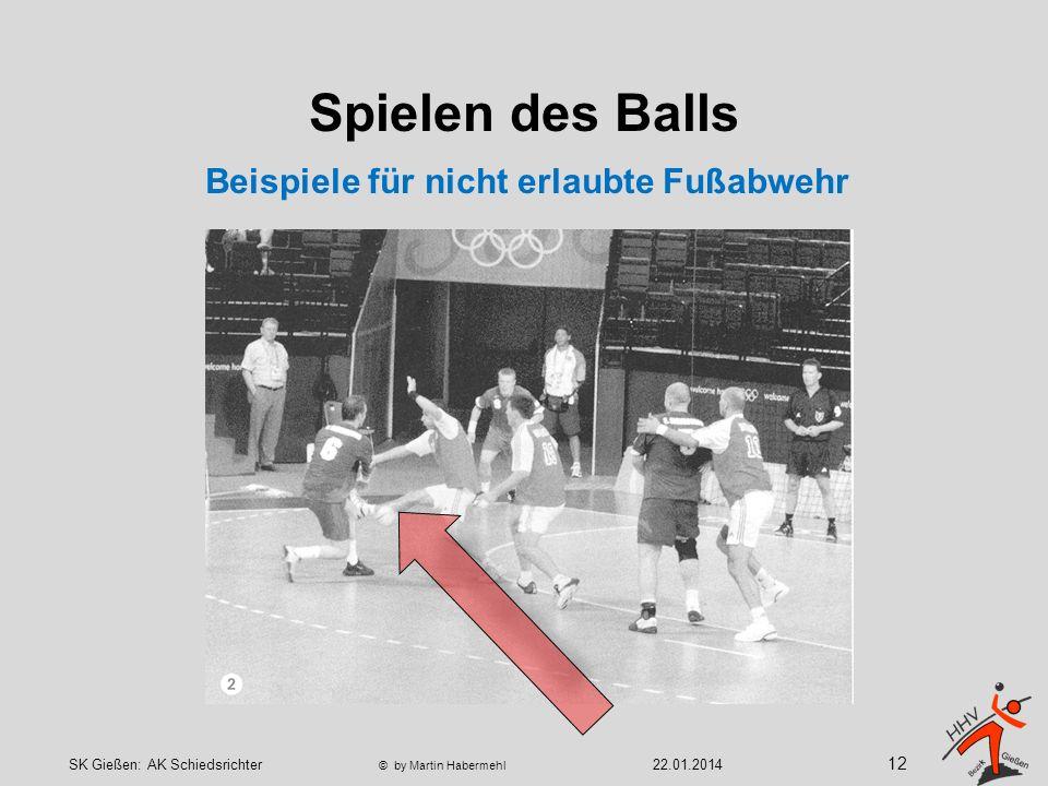 Spielen des Balls Beispiele für nicht erlaubte Fußabwehr 12 22.01.2014SK Gießen: AK Schiedsrichter © by Martin Habermehl