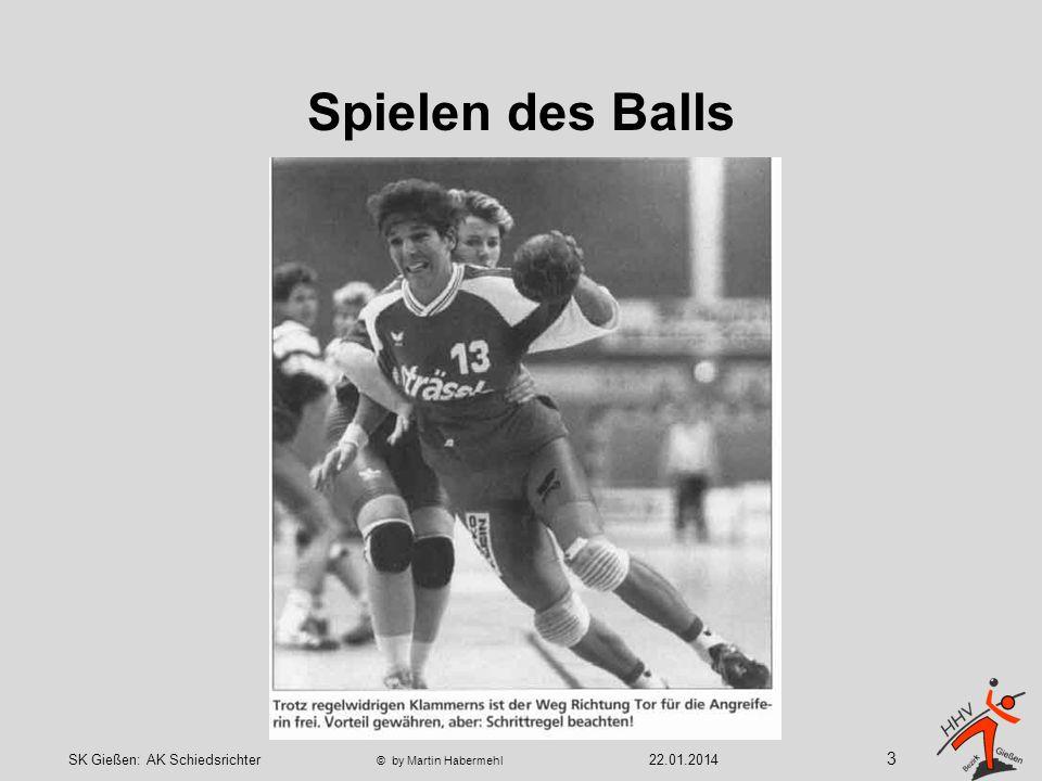 Spielen des Balls Beispiele für nicht erlaubte Fußabwehr 14 22.01.2014SK Gießen: AK Schiedsrichter © by Martin Habermehl