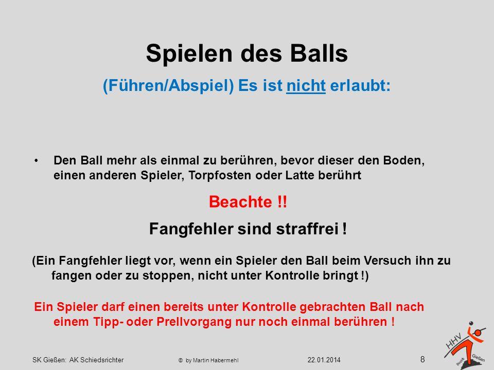 Spielen des Balls Ein Spieler darf einen bereits unter Kontrolle gebrachten Ball nach einem Tipp- oder Prellvorgang nur noch einmal berühren .