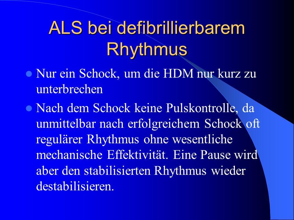 ALS bei defibrillierbarem Rhythmus Nur ein Schock, um die HDM nur kurz zu unterbrechen Nach dem Schock keine Pulskontrolle, da unmittelbar nach erfolg