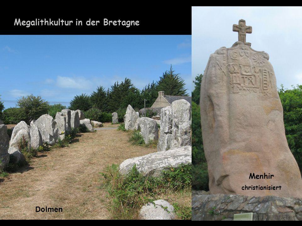 Megalithkultur in der Bretagne Dolmen Menhir christianisiert