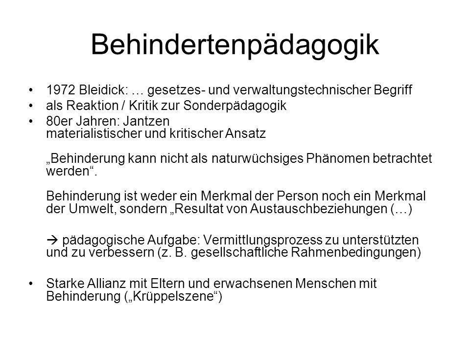 Rehabilitationspädagogik Vor allem in der ehemaligen DDR Klaus-Peter Becker – HU Berlin Ansatz Vergleichbar mit Heilpädagogik: Individuum / schädigungsspezifisch orientiert Medizinische Wiederherstellung und berufliche Eingliederung Kritik des Reparierens bzw.