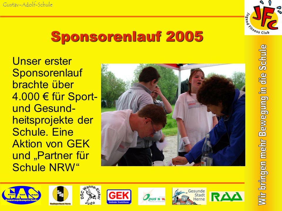 Gustav-Adolf-Schule RuhrMarathon 2005 Sonntag, 17.04.05: 30 Schüler/innen nahmen teil am Schülerlauf des RuhrMarathon in Essen, begleitet von 3 Lehrer