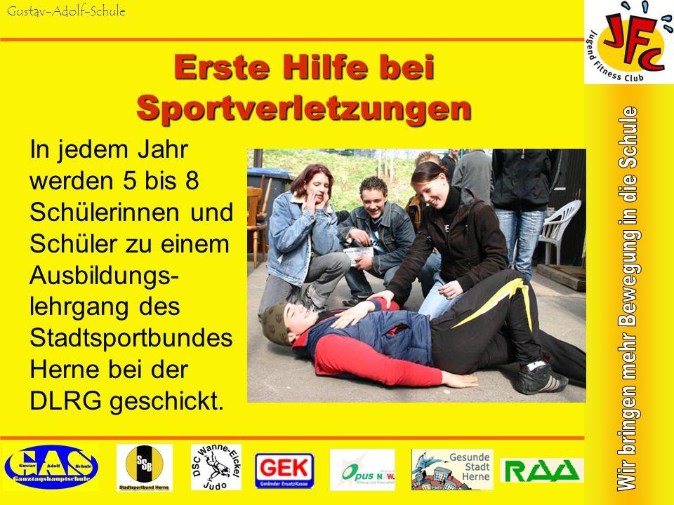 Gustav-Adolf-Schule Erste Hilfe bei Sportverletzungen In jedem Jahr werden 5 bis 8 Schülerinnen und Schüler zu einem Ausbildungs- lehrgang des Stadtsportbundes Herne bei der DLRG geschickt.