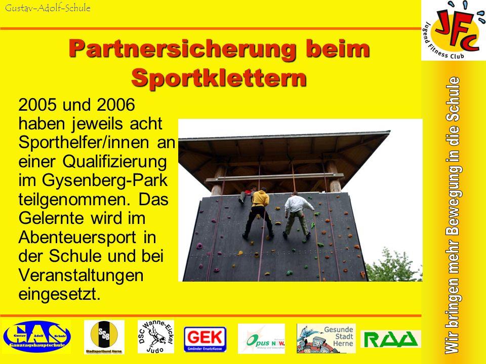 Gustav-Adolf-Schule Partnersicherung beim Sportklettern 2005 und 2006 haben jeweils acht Sporthelfer/innen an einer Qualifizierung im Gysenberg-Park teilgenommen.