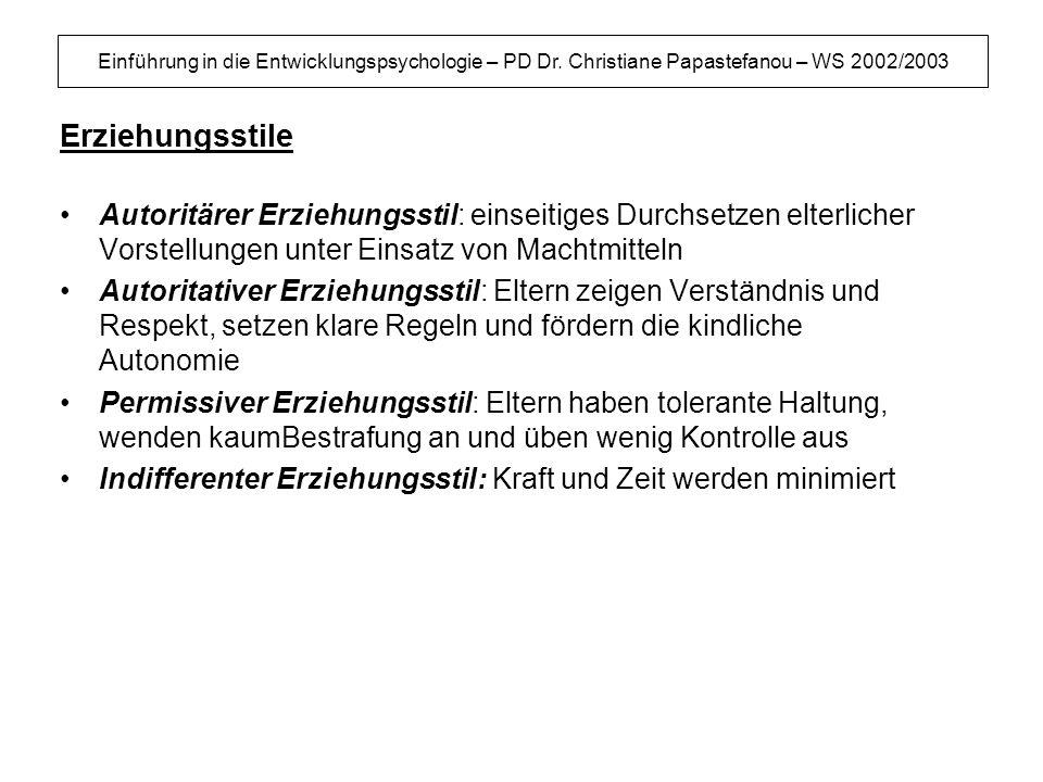 Einführung in die Entwicklungspsychologie – PD Dr. Christiane Papastefanou – WS 2002/2003 Erziehungsstile Autoritärer Erziehungsstil: einseitiges Durc