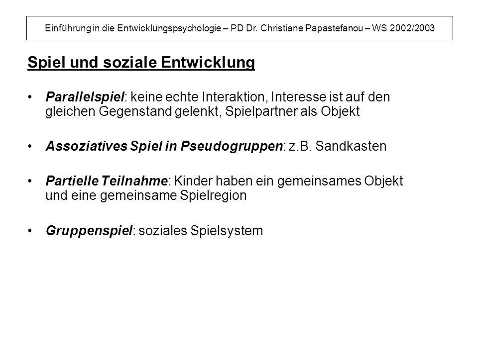 Einführung in die Entwicklungspsychologie – PD Dr. Christiane Papastefanou – WS 2002/2003 Spiel und soziale Entwicklung Parallelspiel: keine echte Int