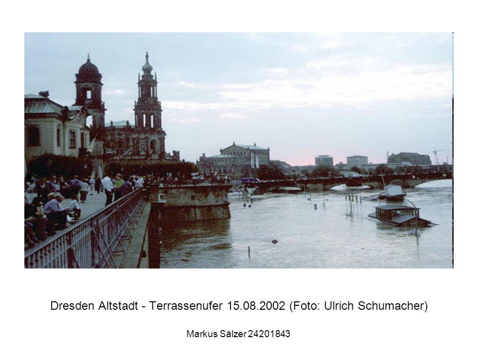 Markus Sälzer 24201843 Dresden Altstadt - Terrassenufer 15.08.2002 (Foto: Ulrich Schumacher)