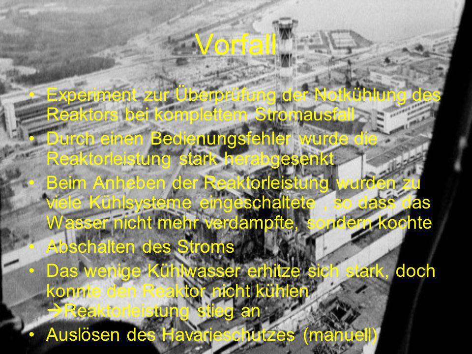 Vorfall Experiment zur Überprüfung der Notkühlung des Reaktors bei komplettem Stromausfall Durch einen Bedienungsfehler wurde die Reaktorleistung stark herabgesenkt Beim Anheben der Reaktorleistung wurden zu viele Kühlsysteme eingeschaltete, so dass das Wasser nicht mehr verdampfte, sondern kochte Abschalten des Stroms Das wenige Kühlwasser erhitze sich stark, doch konnte den Reaktor nicht kühlen Reaktorleistung stieg an Auslösen des Havarieschutzes (manuell)