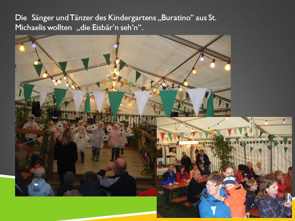 Die Sänger und Tänzer des Kindergartens Buratino aus St. Michaelis wollten die Eisbärn sehn.